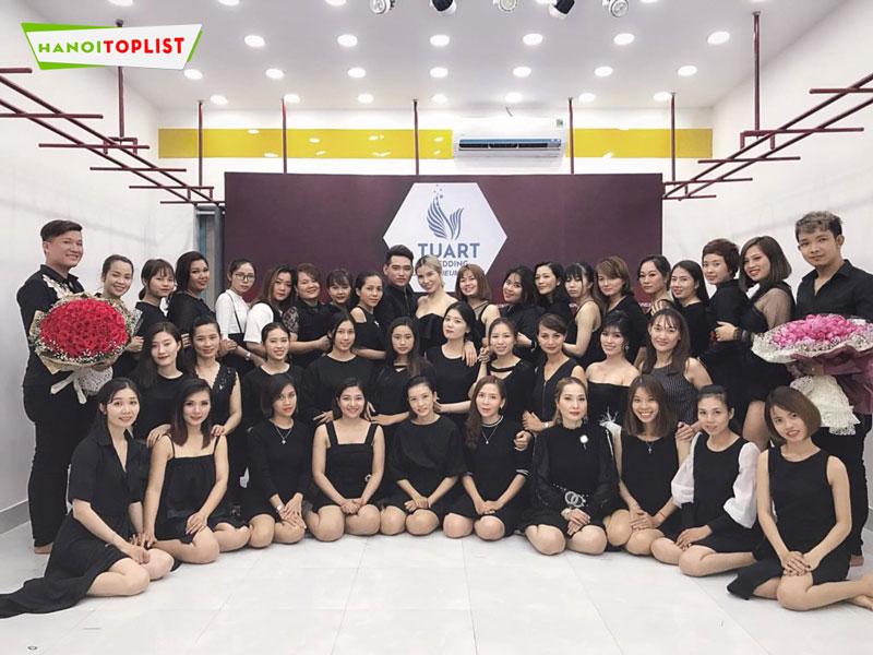hoc-makeup-chuyen-nghiep-o-ha-noi-tuart-academy