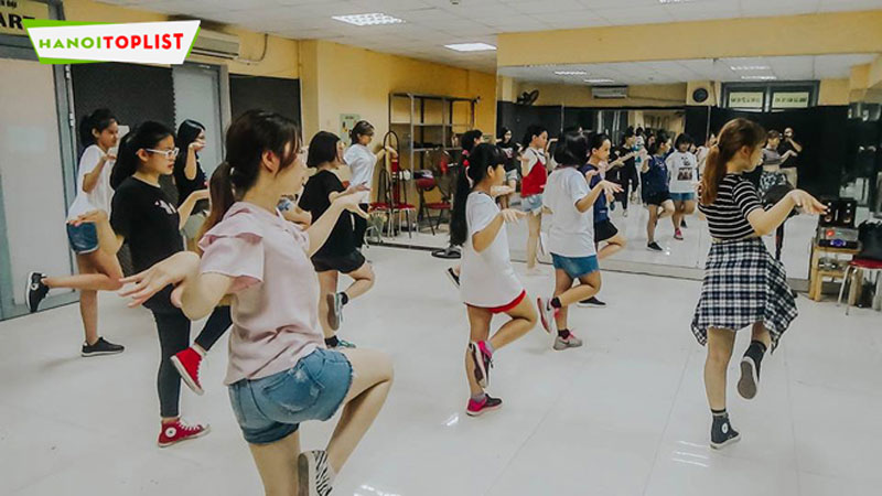 hoc-nhay-dance-o-ha-noi-trung-tam-hoc-nhay-hien-dai-sweet-art